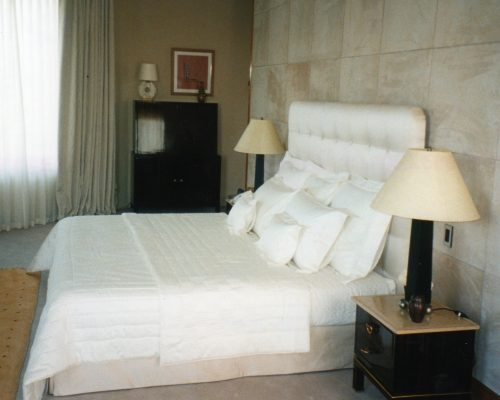 Tête de lit boutonnée